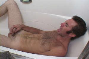 Cracy gay pissing in the bathtub