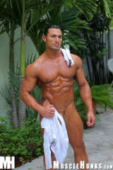 Muscle hunk Rico in the garden